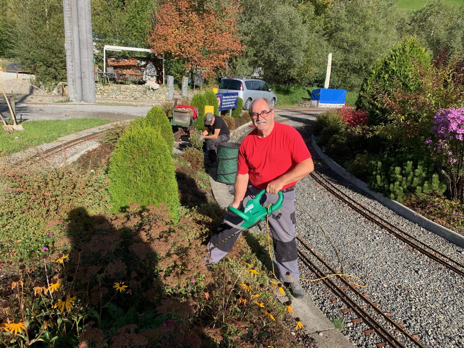 Der Gärtner bei der Arbeit