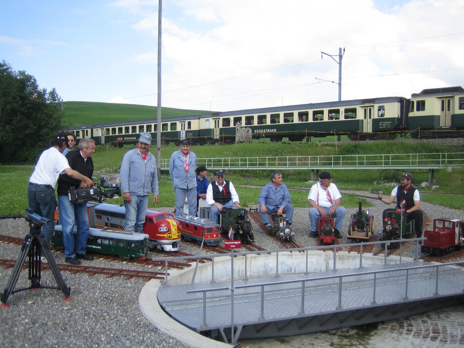Der Fernsehsender SWR beim Filmen für die Sendung-Eisenbahn-Romantik auf der Gartenbahnanlage im Jahr 2005