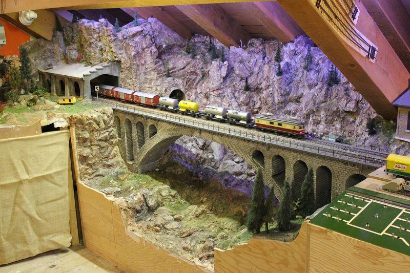 Die mittlere Meienreuss-Brücke an der Gotthardbahn