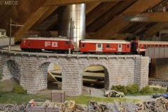 Zug der Furka-Oberalp-Bahn strebt der Passhöhe entgegen