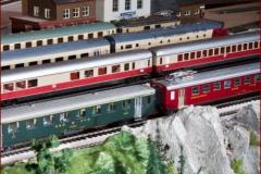 Internationale Züge stehen im Hauptbahnhof bereit