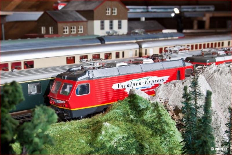 """Unsere """"Lokalbahn"""" SOB stellt mit dem Voralpen-Express die Verbindung in die ländliche Gegend her"""