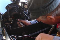 Das Einfeuern der Lokomotiven erfolgt im Bahnbetriebswerk