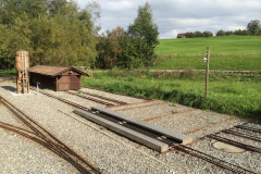 Ensemble Schiebe-Gleis mit Holz-Lokschuppen